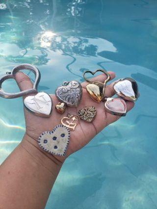 ❤️❤️♥️ Hearts ♥️♥️♥️ for jewelry making, crafts, collages etc. Pre loved