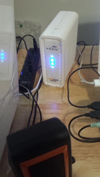 ARRIS SURFBOARD CABLE MODEM & WIFI ROUTER N300