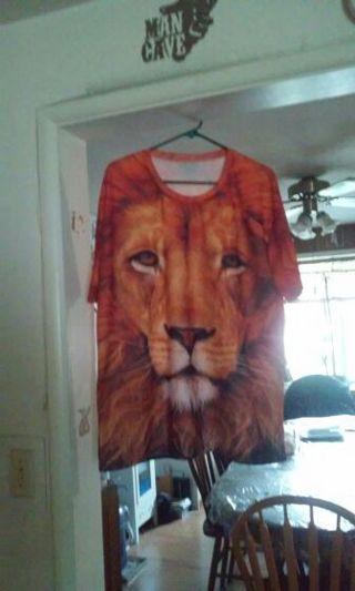 New lion teashirt beautiful 5extra large.