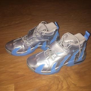 Nike Boys 6Y Hightop Shoes Silver Blue Like New