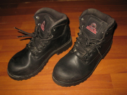Brahma Men's Work Boots - Black Suede, slip/oil Resistant, size 9W, look brand new