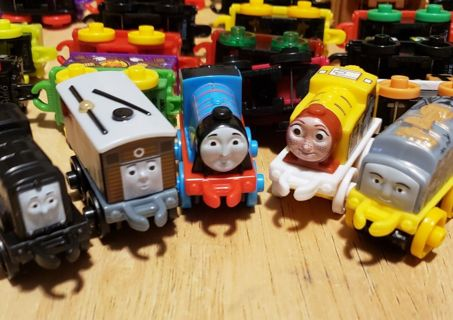 !!!! 50 Thomas and Friends Minis !!!! ALL NEW!!!(b)