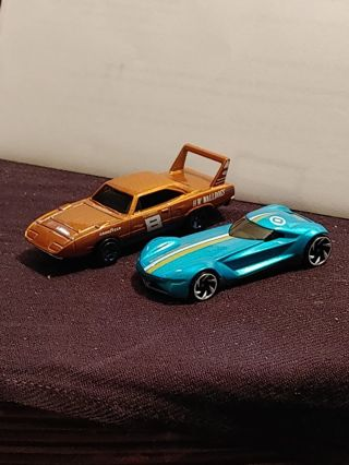 2 Loose Hot Wheels