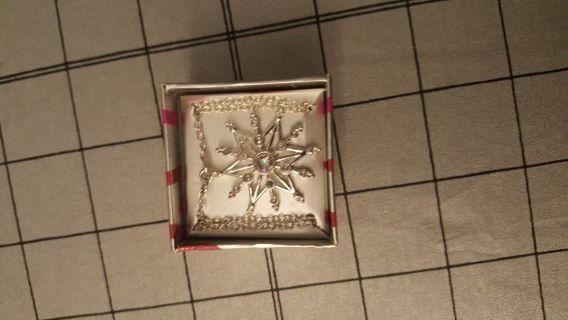 Avon Snowflake necklace BNIB
