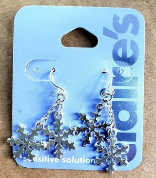 ** LET it SNOW! Silver Snowflakes Dangling on French Hook Earrings!!!