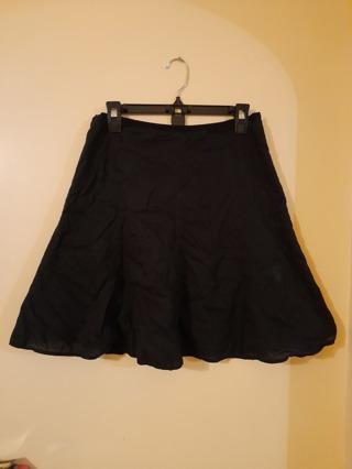 Ladies black skirt by GAP.  Size 6 Regular.