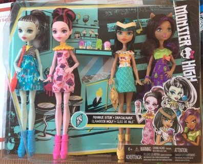 4 pack of Monster High & 2 Electrified , Frankie And Cleo + 1 surprise