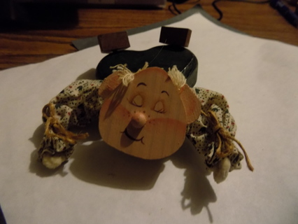 Wooden cut out pig 4 inch attached to a clip