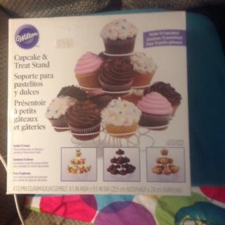 WILTON/ BNIB/Cupcake Stand/ GIN