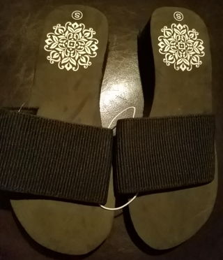 NWT! 2 PR Ladies Cute Sandals Size 5/6
