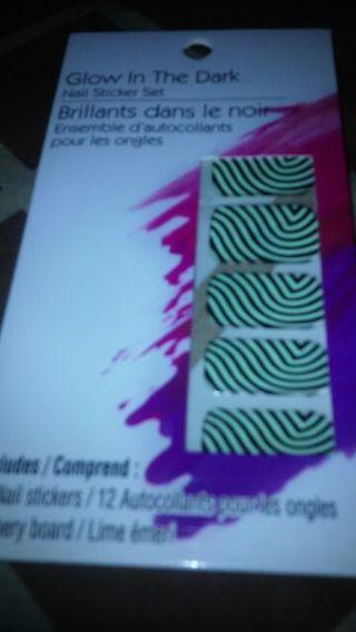 Glow in the dark nail sticker set in a swirl design