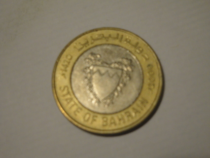 100 Fils from State of Bahrain 2000, silver gold coin