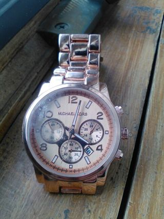 Rose Gold Copper Colored Ladies Style Dial Watch Needs Batteries.. FREE SHIPP