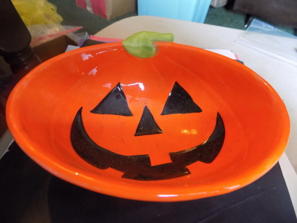 6 1/2 x 5 x 3 ceramic deep Jack-A-Lantern face bowl