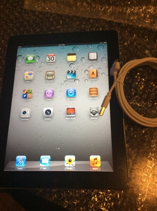 ❤️❤️❤️Used iPad 2 with charger cord❤️❤️❤️