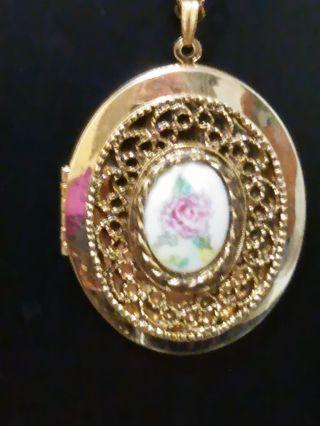 beatiful locket necklace