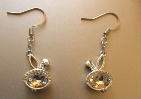 Brand New: Adorable Silverstone Dangle Pierced Earrings.