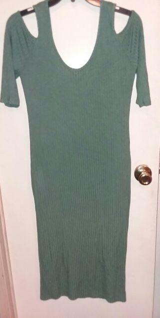 Super cute Women's off shoulder summer dress size large