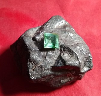 TOURMALINE PARAIBA 4.89 CARATS 9X9 MM'S THIS IS FANTASTIC TAKE A LOOK WOW!