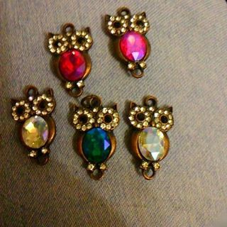 5 ab colored Owl charms