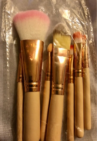 """Brand New: 7 Pc Tan and Gold 4""""- 5"""" Makeup Brush Set. Perfect For Carrying Along!"""
