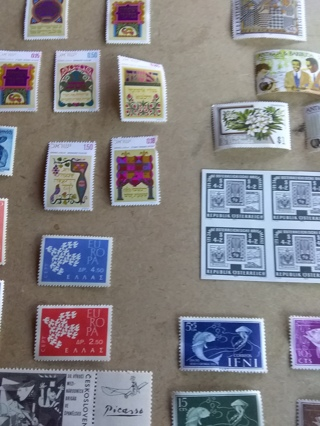10 # Mixed Stamp Lot MNH