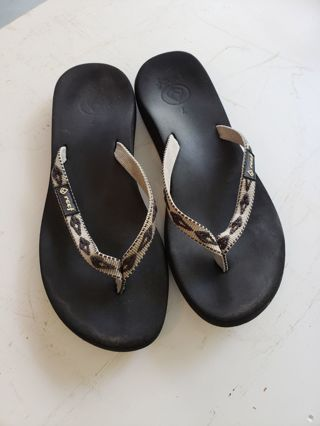 pre - owned Sz. 7 reef sandal/ flipflops