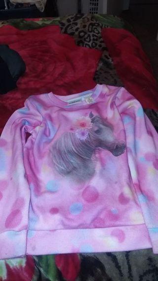 Girl shirt size 5T