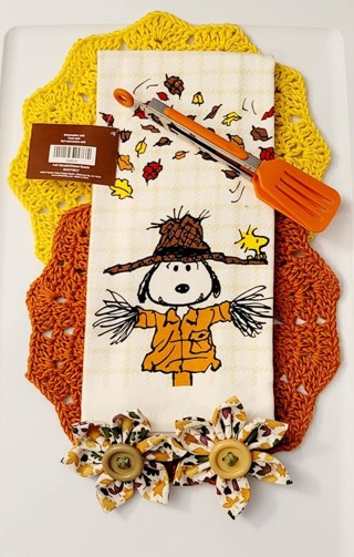 Crochet 2 - 9 inch handmade Dish CLOTHS 1 DISH TOWEL 2 FLOWER MAGNETS AND 1 TONGS