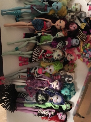 Huge Monster High Lot of 18 Dolls
