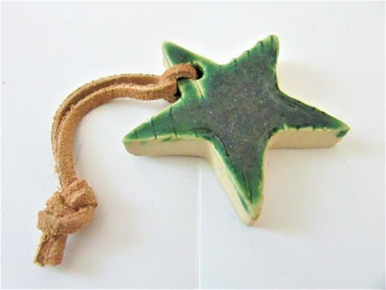 NWT ARTIST MADE IN MAINE POTTERY STAR ORNAMENT- GREEN HIGH GLOSS GLAZE