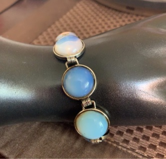Stunning Vintage Moonstone Silver Tone Toggle Bracelet! Such Pretty Stones!