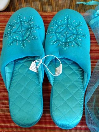 Old Navy women's slippers large (9-10)