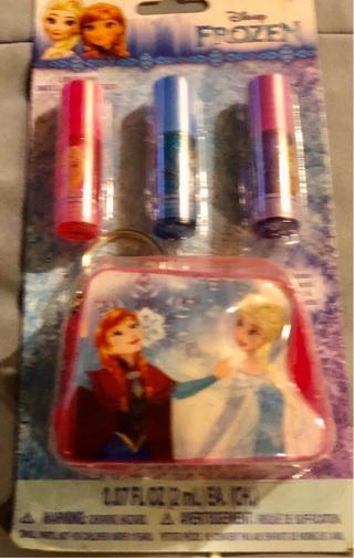 BNIP Disney's FROZEN Cute 4 Piece Girls Set! 3 Flavored Lip Gloss and Sm Pouch