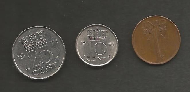 NETHERLANDS THREE COINS 1971 25c AU/BU 1964 10c AU/BU 1966 1c circulated