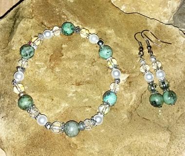 NEW!! Beautiful Sage Green Bracelet & Matching Ear Rings Set! (#BE-GrnSg-001)