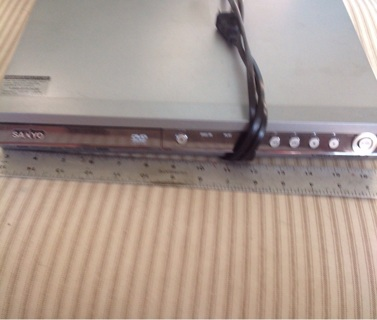 Sanyo DVD player, no remote needs rca wires to tv