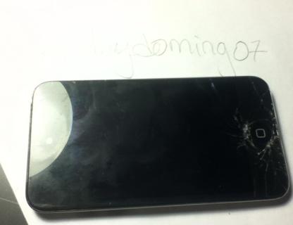 Broken iPod 4th Generation 8 Gigabytes