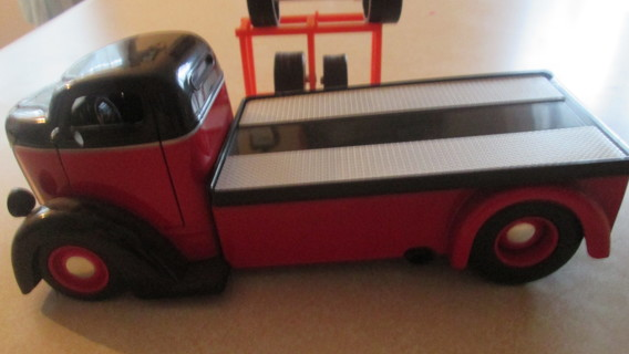 1/24 SCALE FLATBED TRUCK, WITH 4 EXTRA TIRES AND RACK
