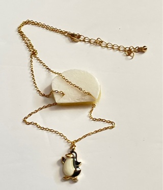 STAINLESS STEEL GOLD NECKLACE WITH PENGUIN PENDANT