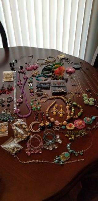 **Huge jewelry Auction**