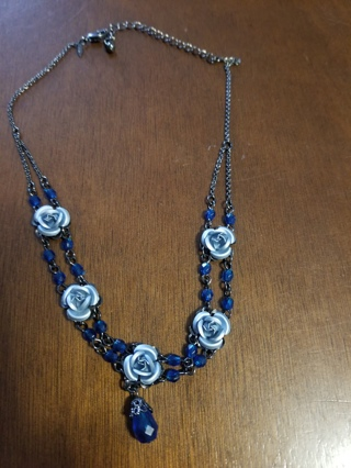 AVON Necklace Blue flowers