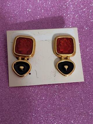 Vtg Ceasar Style Clip On Earrings