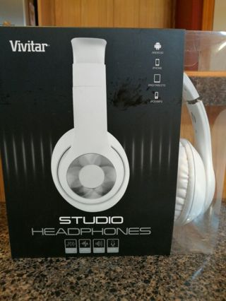 NEW Vivitar Studio Headphones in WHITE