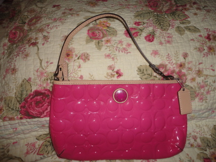LIKE NEW COACH PEYTON EMBOSSED PATENT LEATHER SIGNATURE PINK CLUTCH WRISTLET WALLET!!!