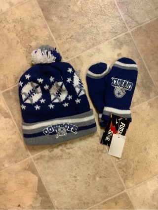 DALLAS COWBOYS HAT AND GLOVES