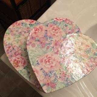 2 heart nesting boxes