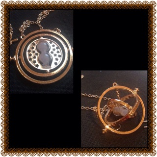 Gold necklace sand travel