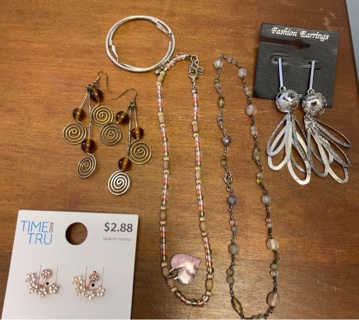 4 pairs Earrings + 2 necklaces