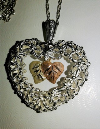 ~CHUNKY Black Hills Gold Silver Heart Pendant Necklace Set~